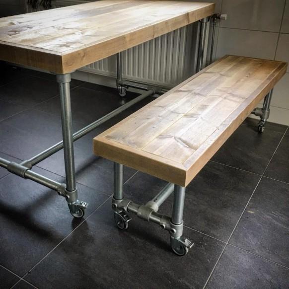Meubilair in exterieur appartement en eigenaar - Eigentijdse patio meubels ...