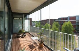 Balkonbeglazing dronten windwering in exterieur